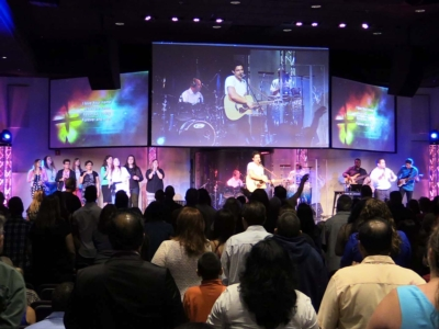 <b>Eiki Projectors Contribute to Vibrant Services at Miami Vineyard Community Church</b>
