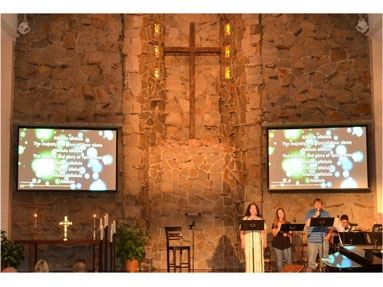Placentia Presbyterian Church Projects the Right Image with Eiki