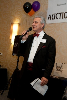 AmpliVox Portable Sound Equipment for Auctioneers Saves Voices, Raises Sales
