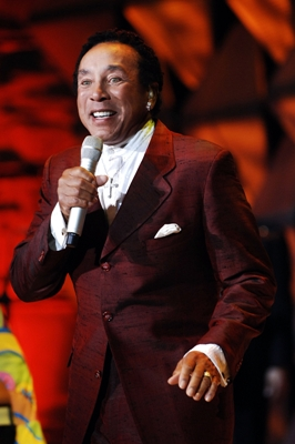 SMOKEY ROBINSON REALLY GETS A HOLD ON SHURE