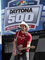 Shure Helps Brad Paisley Entertain at Daytona 500