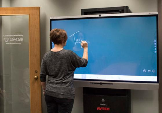 Transforming Study Rooms Into Student Collaboration Spaces | University of Texas at Dallas