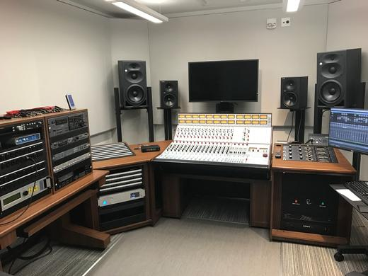 Higher Ed – School of Music Studio Furniture