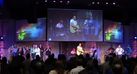 Eiki Projectors Contribute to Vibrant Services at Miami Vineyard Community Church