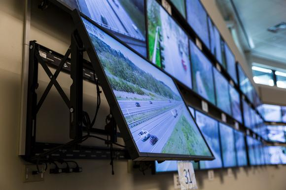 Washington Department of Transportation (WSDOT) Traffic Management Center Installs Peerless-AV Video Wall Mounts